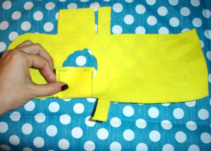 Pon la tela exterior bocabajo - DIY Funda para cámara Diana Mini